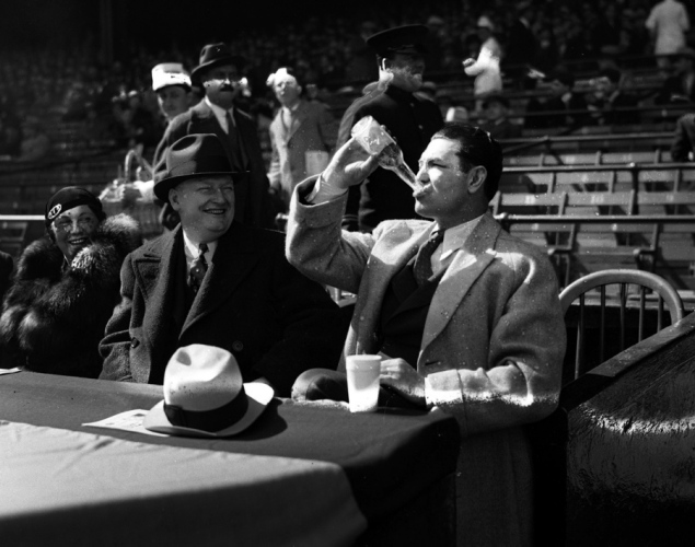 jack-dempsey-drinking-beer-1933