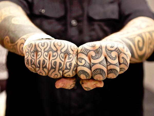 maori-knuckle-tattoo