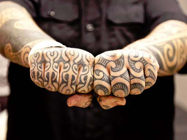 maori-knuckle-tattoo