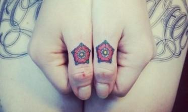 Miniature-Tudor-roses-knuckle-tattoos-500x300