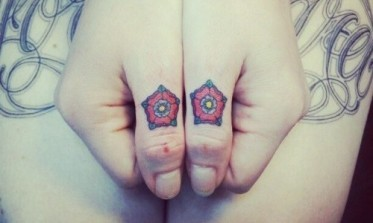 Miniature-Tudor-roses-knuckle-tattoos-500x300