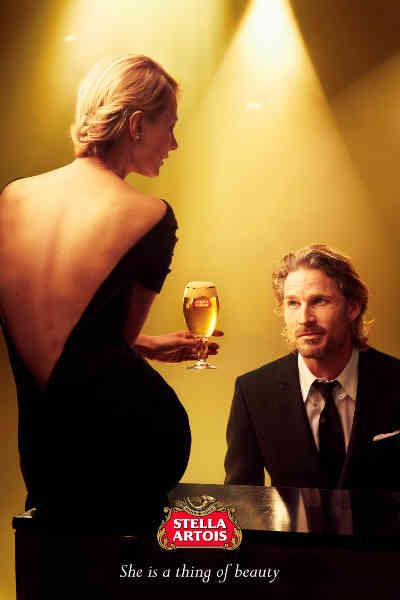 -El actor británico Noah Huntley y la modelo Tanya Ruban fotografiados por Annie Leibovitz en la campaña Belleza Atemporal de Stella Artois