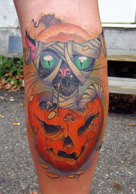 halloween-black-cat-in-a-pumpkin-color-leg-tattoo