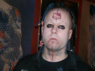 hello-kitty-forehead-tattoo_2